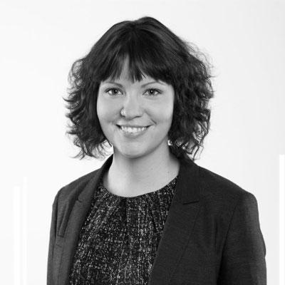 Elin Östberg, Ekonomi
